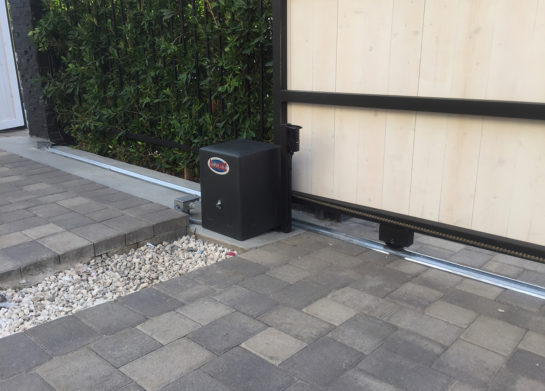 Automatic Operator for Driveway Gate in Los Angeles