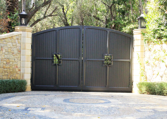 bifold steel auto gate with vertical wood inserts